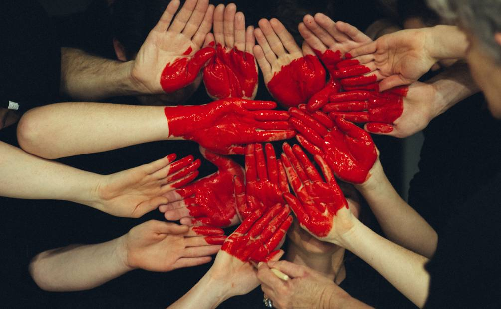 Mains qui forment un coeur