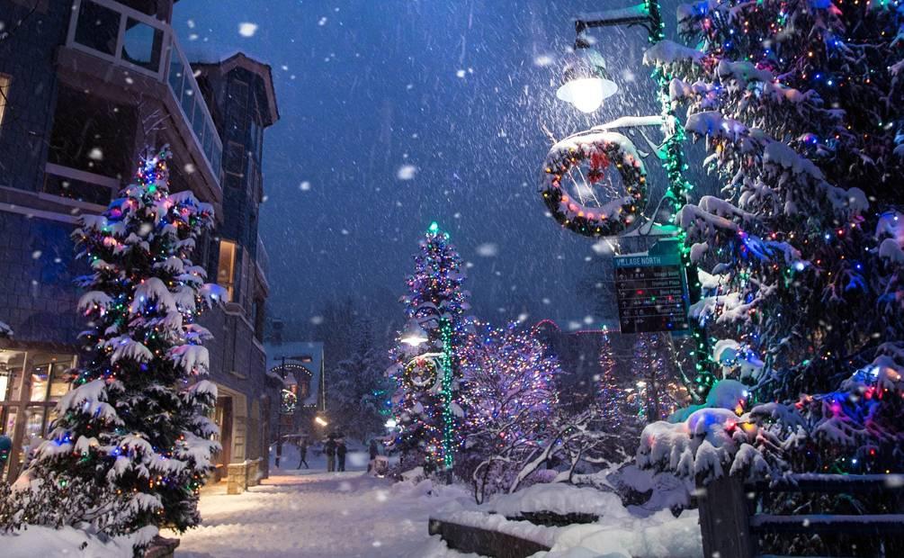 Cadeaux sous un sapin de Noël