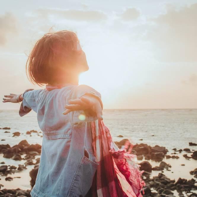 Une femme libre face à la mer-2