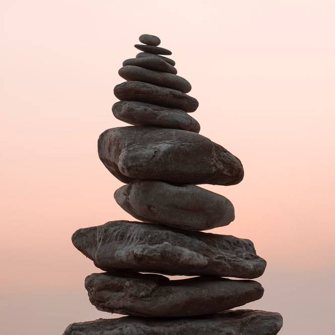 tas de galets en équilibre